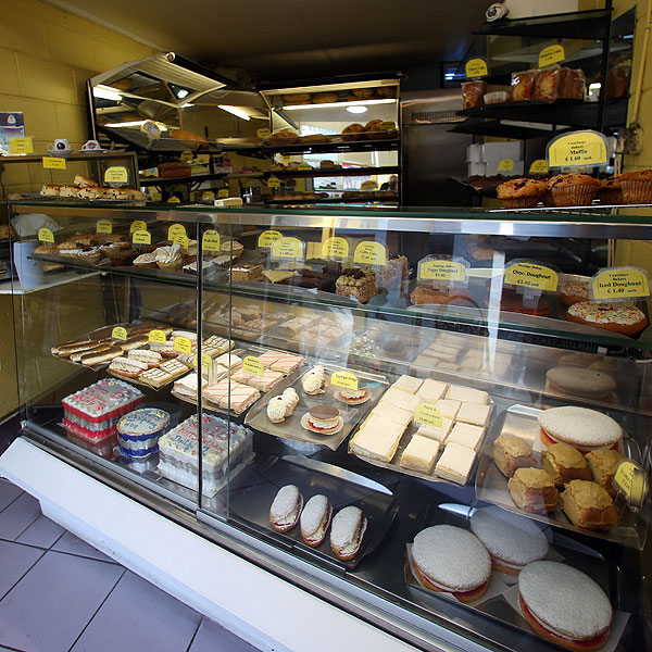 Courtnays_Bakery_Dingle-bread-and-cake-display-1210