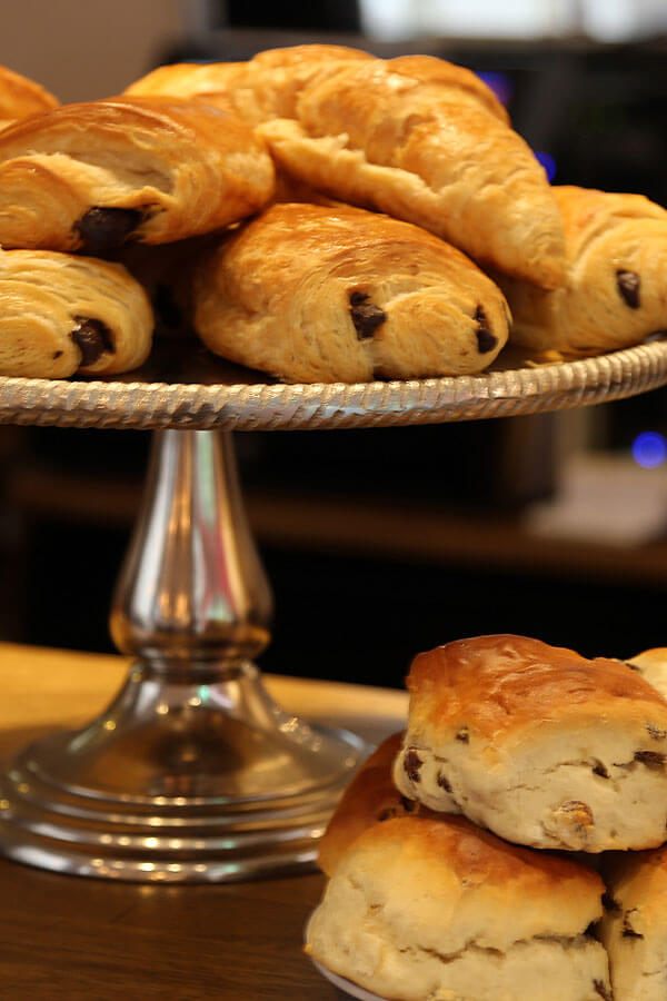scones-croissants-pain-au-chocolate-greys_lane_bistro_0755