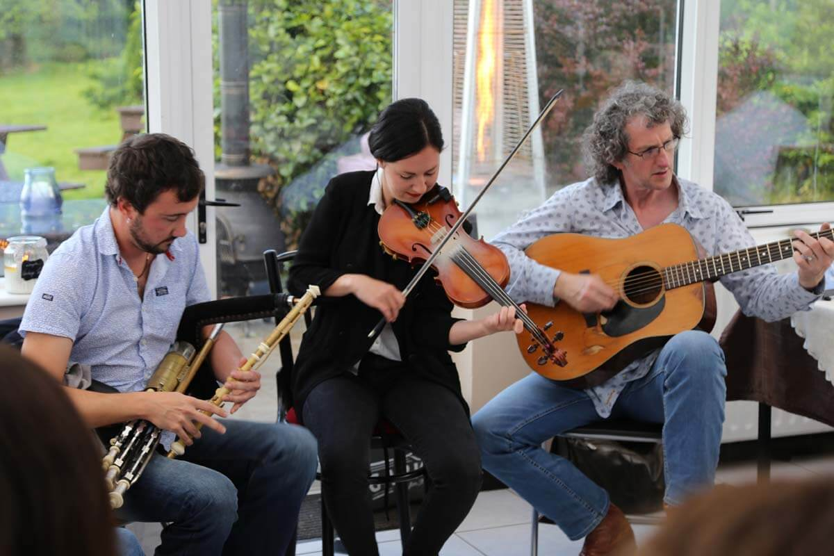 Traditional Music milltown_house_dingle_kerry_ireland_1452 1200x