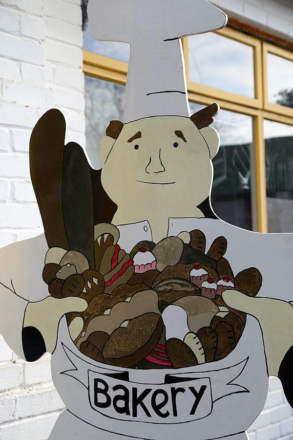 Courtenays_Bakery_Dingle-baker-sign1177