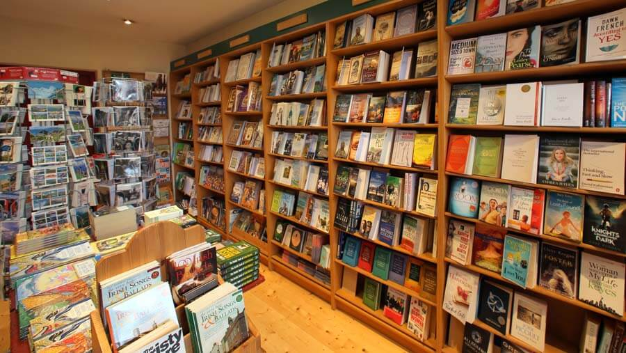 leac_a_re_gift_shop_dingle_2011